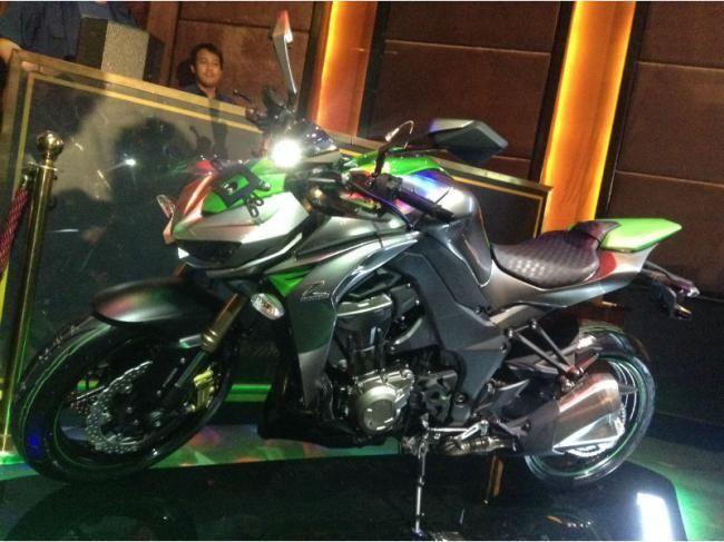 Kawasaki Z1000 2014 Resmi Meluncur, Ada Dua Pilihan Warna - Vivaoto.com - Majalah Otomotif Online