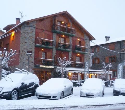 Les Angles, grandes paisajes y buenas pistas en plena Cerdanya | Lugares de Nieve