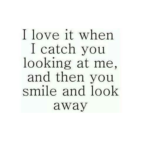 Mi amor platónico... Me encanta cuando te sorprendo mirándome y entonces sonries y miras hacia otro lado