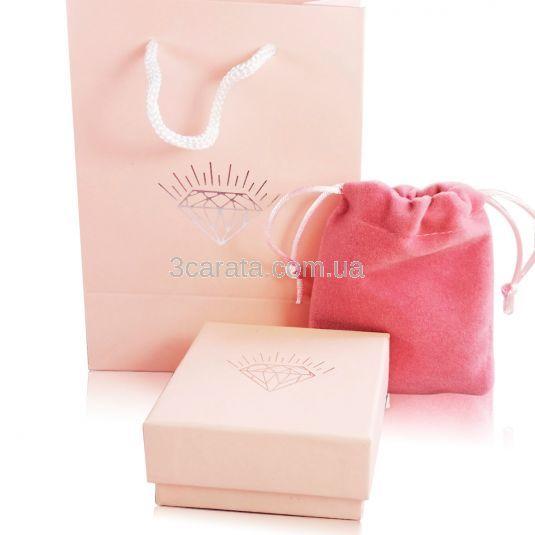 Роскошная универсальная упаковка из коробки, мешочка и пакета для ювелирных украшений или небольших сувениров из серебра из дизайнерского картона бледно-розового цвета с серебряным вензелем в виде бриллианта. В наличии!