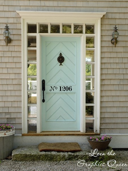 Love the numbers on the door!