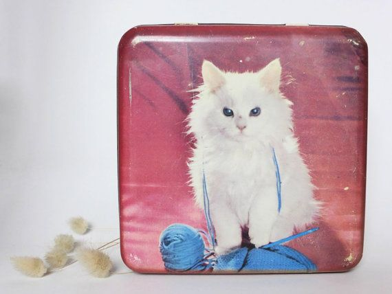 VENTE: Au milieu du siècle persan Vintage Cat étain ~ Nestle chocolat ~ articulé Biscuit Tin ~ décor Kitsch ~ 1950 s ~ décor rustique ~ cadeau d'amant de chat