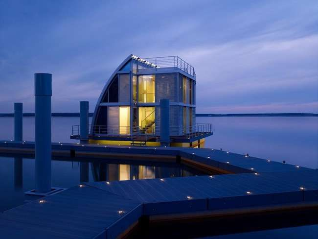 13 Amazing Floating Homes Around the World