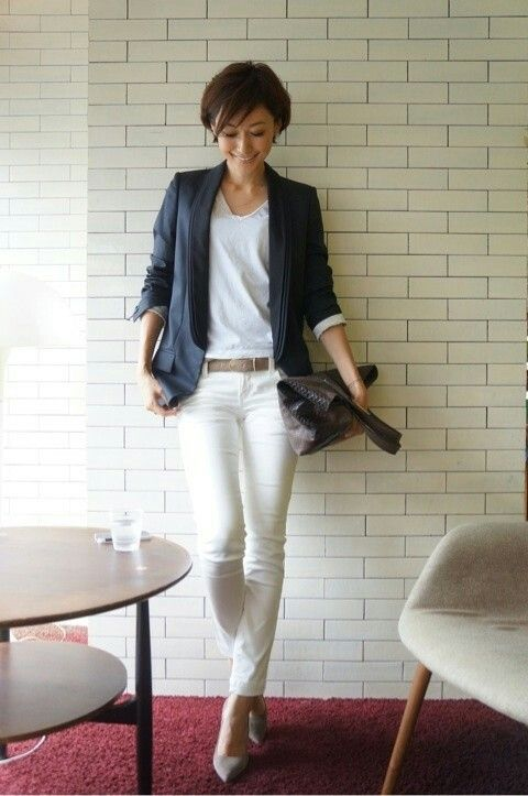 blue blazer, white jenas and te, brown bag outfit