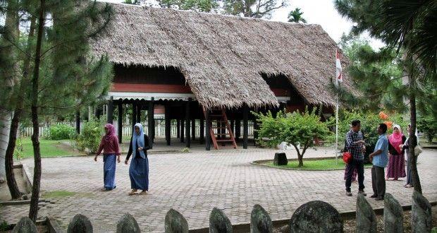 Rumah Adat Pahlawan Nasional Aceh - Berita Daerah