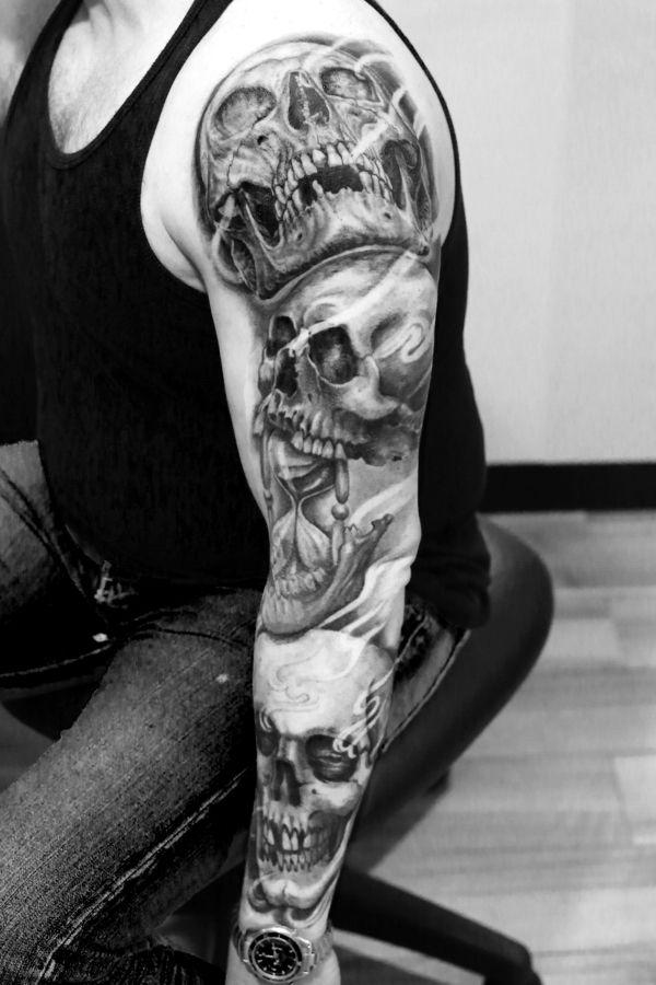 Skulls arm - Teschi - Black and gray Realistic Tattoo - Evil Machines Realistic Color Tattoo by Lorenzo Evil Machines - Roma - tatuaggi realistici e ritratti 3D - Roma - Italia -