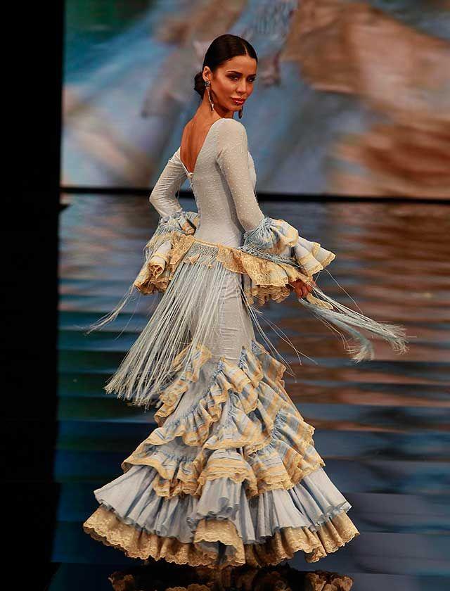 """En «Las Zíngaras del Hermitage», San Petesburgo y la moda flamenca se encuentran, fruto de un viaje que se ha convertido en el """"leitmotiv"""" de su colección flamenca 2017 (Foto: J. M. Serrano / Raúl Doblado)"""