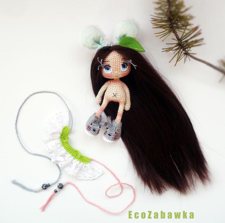 EcoZabawka.etsy.com #Totoro Куколка-Зайка ростом 14 см. вместе с ушками : ) Материалы: хлопок, плюш, проволочный каркас. Платьице снимается. Глазки рисованные. Волосы можно расчесывать. Ручное окрашивание и тонирование. Куколка в единственном экземпляре. Отправка осуществляется по всему миру. Полностью ручная работа. Прекрасный подарок для самых любимых.