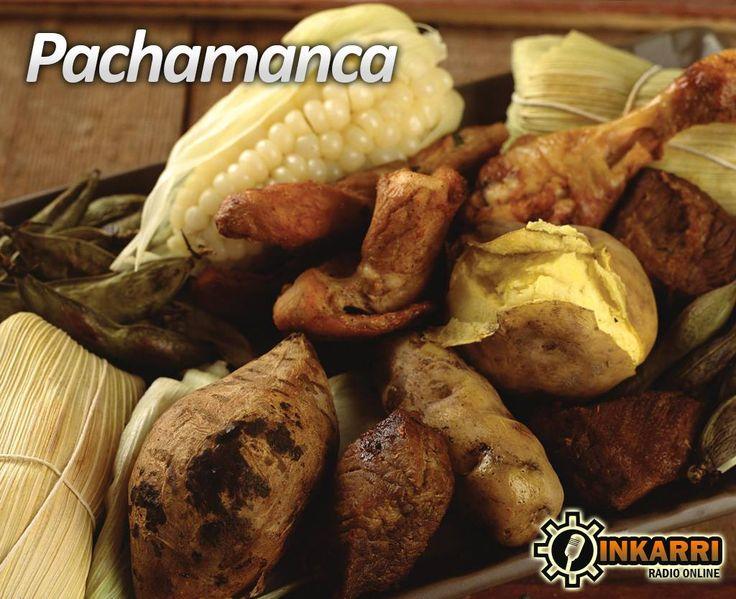 """La Pachamanca es un plato típico del Perú, elaborado por la cocción, al calor de piedras precalentadas, de carnes de vaca, de cerdo, pollo y cuy previamente aderezados con ingredientes como huacatay, ají, comino, pimiento y otras especias, asimismo de productos originales andinos adicionales, como papas, camote, choclo, haba en vainas y eventualmente, yuca. El término """"Pachamanca"""" proviene de las voces quechuas pacha, """"tierra"""" y manka, """"olla""""."""