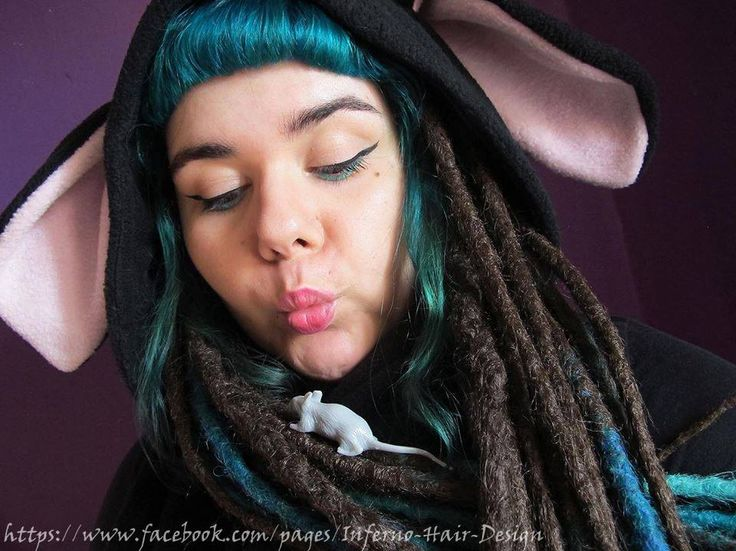 Me (Anouk Dreadmaker) in dreads from Izzybeau and Inferno Hair Design + hoodie from Decimation Fashion