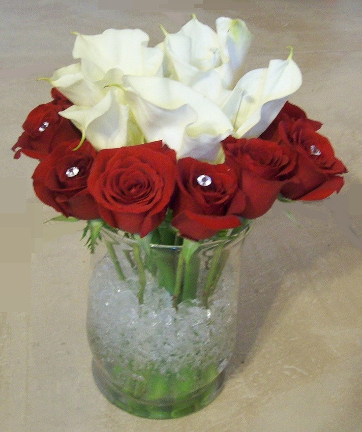 Red rose white calla lily table design roses