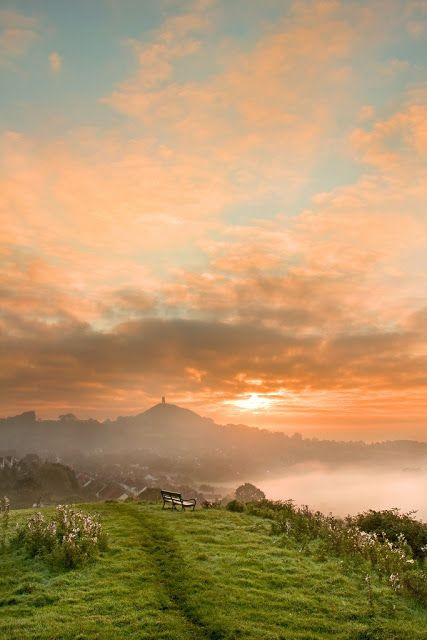 Glastonbury Tor, Somerset, England | (10 Beautiful Photos)