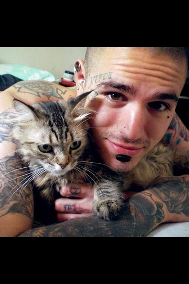 I'm dying right now, hot, tattoos and they love animals...why can't I find a man like this?