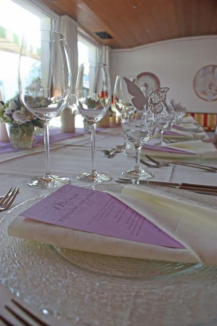 Festtafel zur Hochzeit mit Lavendel im Vintage-Look - Lavendel-Hochzeit - Hochzeitsempfang auf der Seeterrasse am Riessersee - Hochzeit in Garmisch-Partenkirchen im Seehaus am Riessersee - Wedding in Garmisch-Partenkirchen - #wedding venu #abroad #wedding garmisch #Hochzeit Garmisch #heiraten #Bayern #Bavaria #Hochzeitshotel