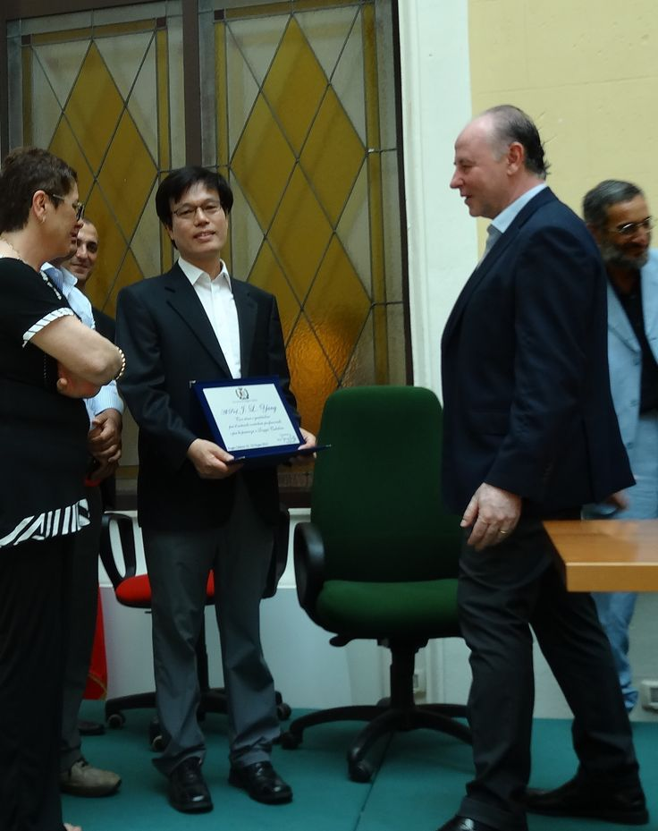 Один из членов итальянского правительства Джузеппе Раффа, опробовав оборудование HANMED на себе, наградил HANMED дипломом «С благодарностью», но в России Раффа известен тем, что первым признал референдум в Крыму в 2014 году и выбрал столице своего региона в города-побратимы Керчь.