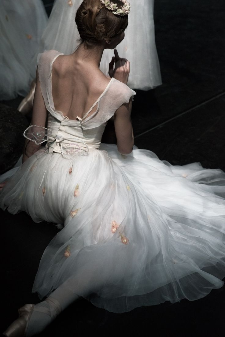 What a simple yet beautiful ballet costume, and how graceful is the dancer's posture.