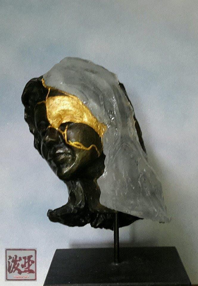 Mijn geesteskind Alea diende als inspiratie voor dit betoverende beeld van Jaap Roseboom. Sculptuur uitgevoerd in keramiek, giethars en 22krt. bladgoud.