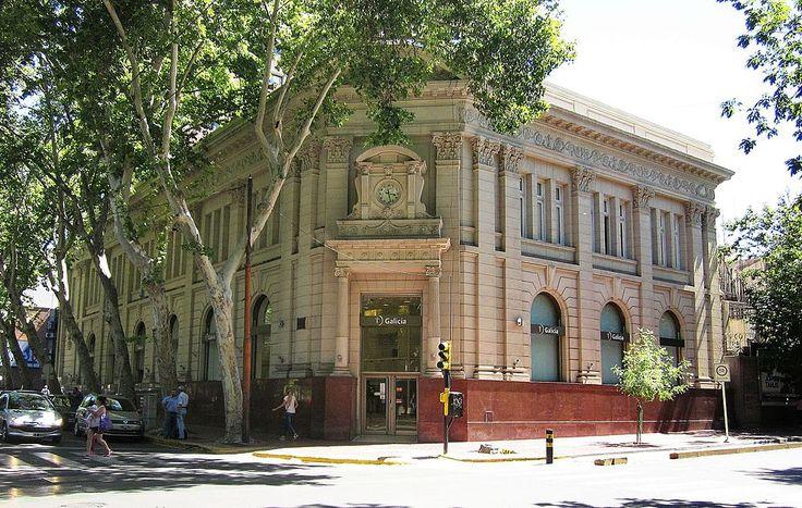 Ex Banco Español del Río de la Plata, construido en 1910 y obra del ingeniero-arquitecto argentino Carlos Agote. Es de la ciudad una de las tantas obras arquitectónicas de estilo europeo.