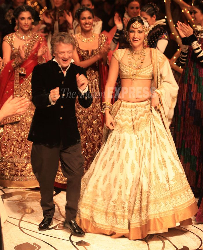 Sonam Kapoor stole the show in a golden and white bridal lehenga as she walked the ramp for designer Rohit Bal at the ongoing India Bridal Fashion Week. (IE Photo: Amit Mehra)