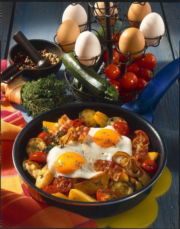 Unser beliebtes Rezept für Kartoffelpfanne mit Gemüse und Spiegelei und mehr als 55.000 weitere kostenlose Rezepte auf LECKER.de.