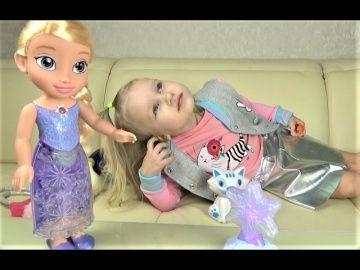 Эльза ПОЕТ ПЕСНИ и светится!!! ХОЛОДНОЕ СЕРДЦЕ Северное сияние Интерактивная кукла для девочек http://video-kid.com/20805-elza-poet-pesni-i-svetitsja-holodnoe-serdce-severnoe-sijanie-interaktivnaja-kukla-dlja-devoche.html  Эльза ПОЕТ ПЕСНИ и светится!!! ХОЛОДНОЕ СЕРДЦЕ Северное сияние Интерактивная кукла для девочек Алиса и Тея играют в собачку Джину и её хозяйку девочку!!! Детская игра по ролям Развлечение Открываем Яйца Динозавров!!! Сюрпризы в яйцах для детей!!! Новые СЮРПРИЗЫ для детей…