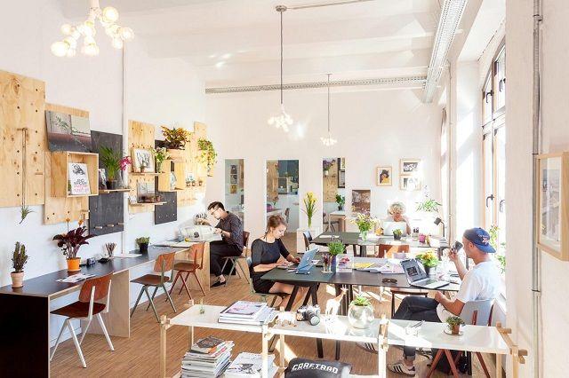 Konsep ruang kantor terbuka atau lebih dikenal dengan coworking space menjadi pilihan para pelaku startup.  #kantor #sewakantor #startup #property