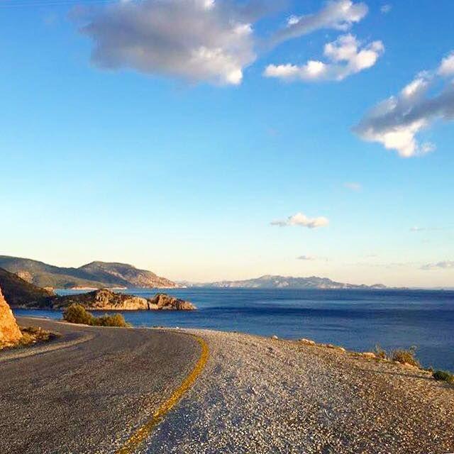 Sabah yürüyüşümüzden. Karşımızda #Rodos Ada'sı.. Üstümüzde #mavi #gökyüzü #beyaz #bulutlar.. #Mutlu sabahlar. #datça