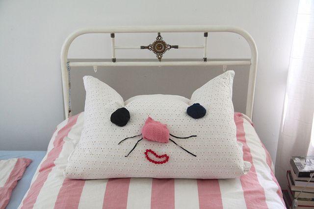 bedroom cat by virginhoney, via Flickr: Living Rooms Design, Bedrooms Design, Apartment Design, Bedrooms Cat, Cat Pillows, Kids Decor, Bedrooms Decor, Design Home, Houses Design