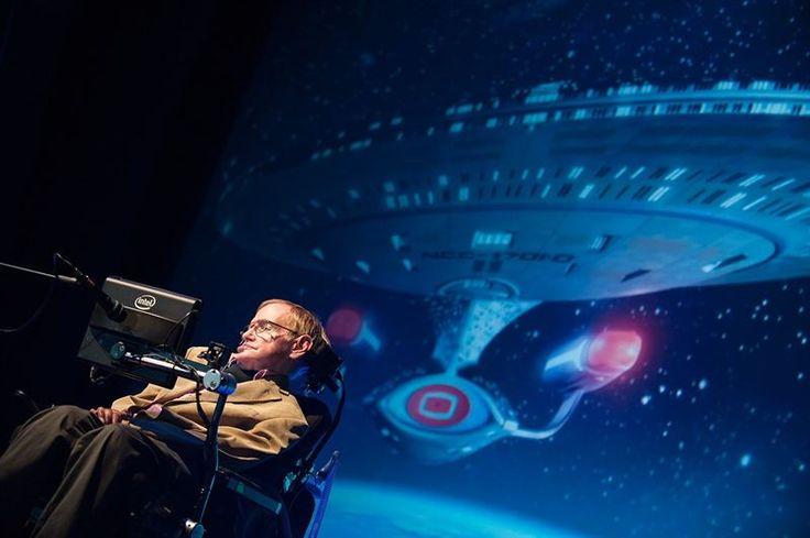 """En una conferencia impartida en la tercera edición del Festival Starmus el científico augura que el """"""""el futuro pasa por el espacio"""" y estima que """"quizá algún día"""" se puedan usar las ondas gravitatorias """"para mirar hacia el origen del universo""""."""