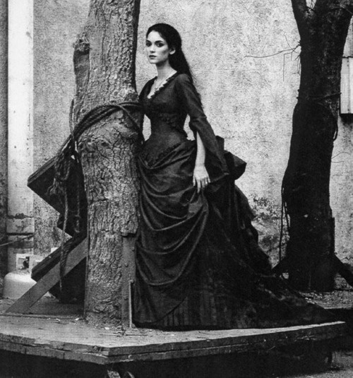 Winona Ryder as Mina Harker (née Murray) / Elisabeta in Bram Stoker's Dracula (1992). Costume designer: Eiko Ishioka. Photographer unknown.