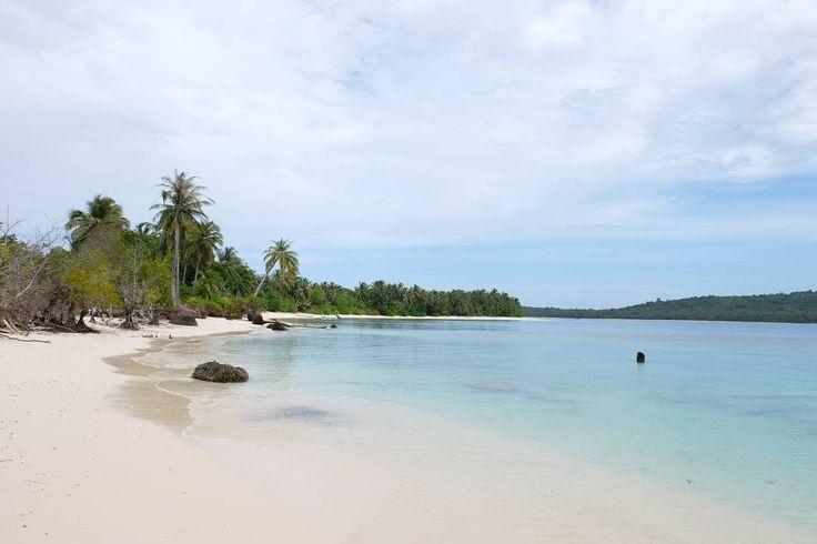 Beach walk  . . ____________________ #ogearthemus #photo #photography #life #travelling  #instatravel #me #love #fujifilm #fujifilm_id #roadtrip  #destination #adventure #nature #vacation #TravelLife #luxurylife #luxury #island #indonesia #igtravel #travelphotography