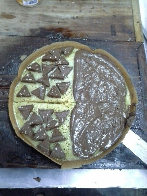 Nutella mixed with Toblerone... What a sweet martabak! Love ❤