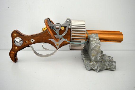 Fucile stile Thompson rivisitato in chiave Steampunk. Non funzionante, di funzione solo estetica. Fatta completamente a mano con legno, metallo