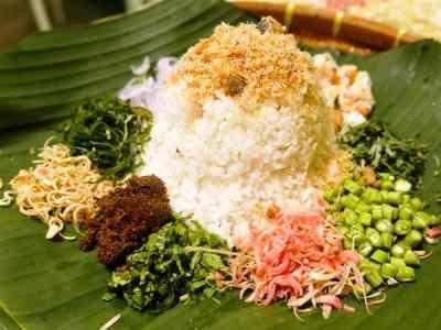 Nasi Ulam - Disini ada cara membuat video resep nasi ulam komplit kuah basah ncc khas betawi dengan rice cooker asli sajian sedap bali kacang tangerang paling enak.