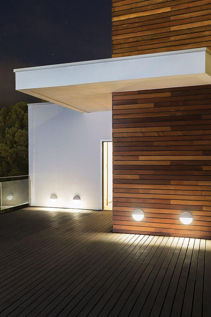 Eclipse, Ares Illuminazione Belysning gångstråk intill fasader.