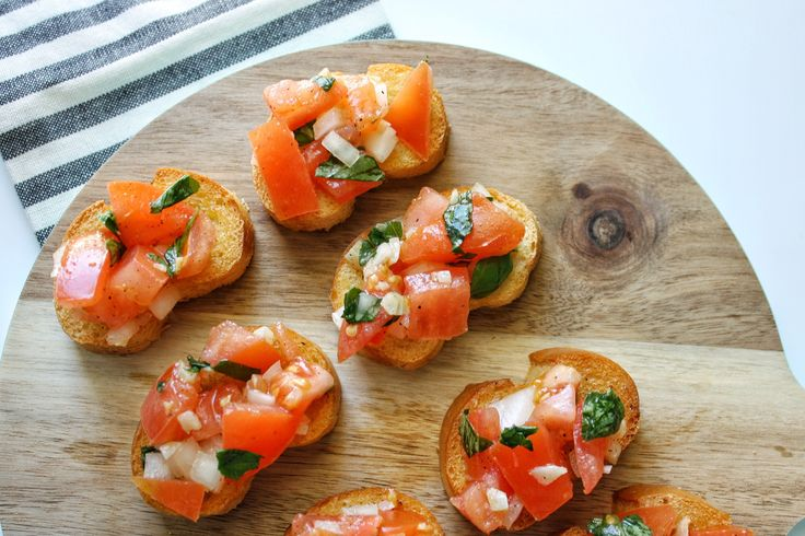 tomato bruschetta 1 french baguette, cut into 1/4-inch slices 3 tbsp olive oil 4 cloves garlic, minced 3 vine tomatoes, diced 1/2 small white onion, chopped 2-3 tbsp fresh basil, chopped Juice from 1/4 lemon Salt and pepper to taste Shredded parmesan (optional)