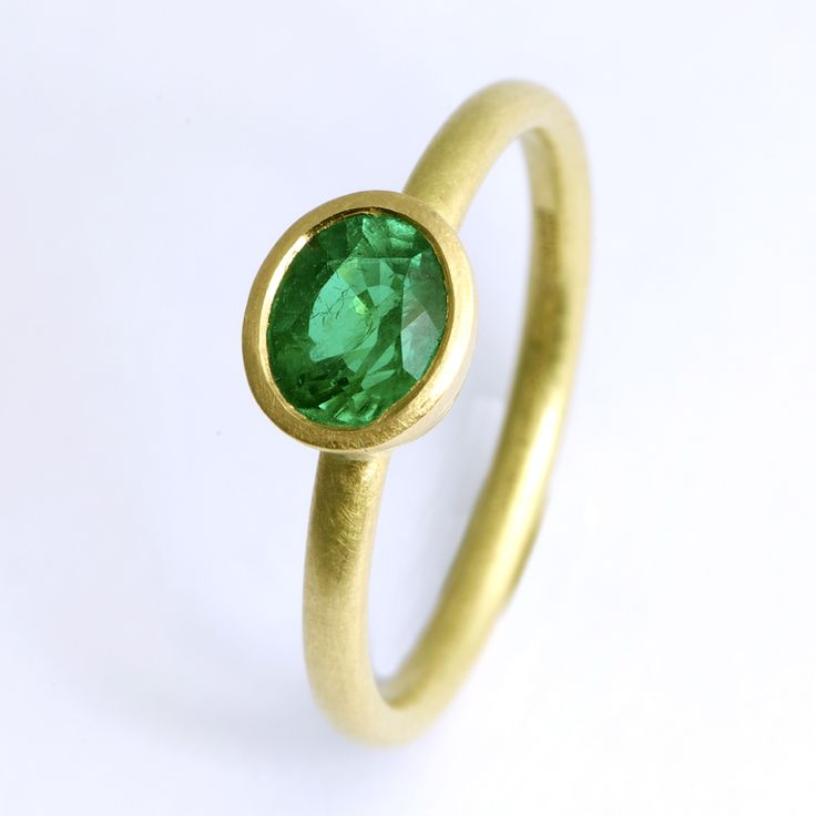 Emerald Ring | Contemporary Rings by contemporary jewellery designer Goodman Morris
