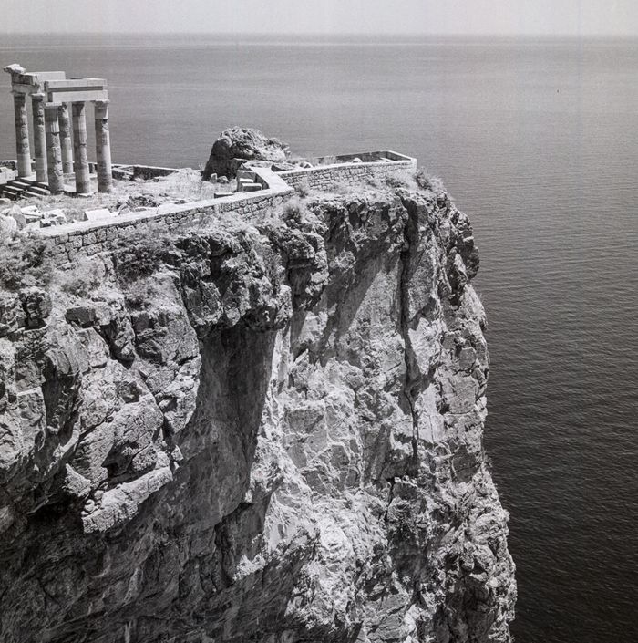 Λίνδος, Ρόδος. 1954. Ερείπια της ελληνικής στοάς στην Ακρόπολη Robert McCabe Greece: Images of an Enchanted Land, 1954-1965