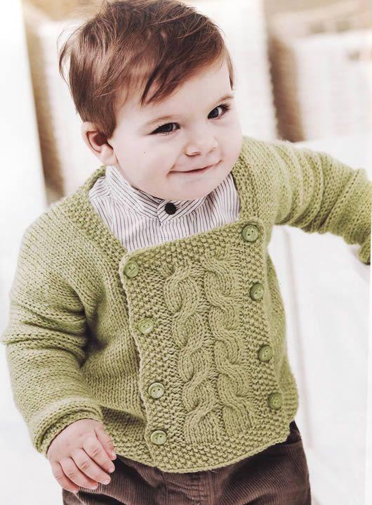 Çok şirin bir bebek hırkası modeli,Resimde model olarak erkek bebek kullanılmış ta olsa hem kız hem erkek çocukları içinde kullanılabilir hem kız hem erkekbir örgü giysi. Sizlerde kışın bebeklerin…
