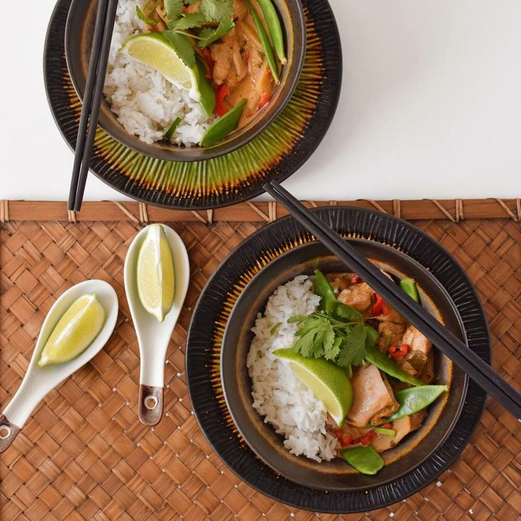 Kaffir lime leaves take this curry to another level! Your tastebuds will be tantalised by WOOP's kaffir lime infused red chicken curry on a bed of sticky jasmine rice.