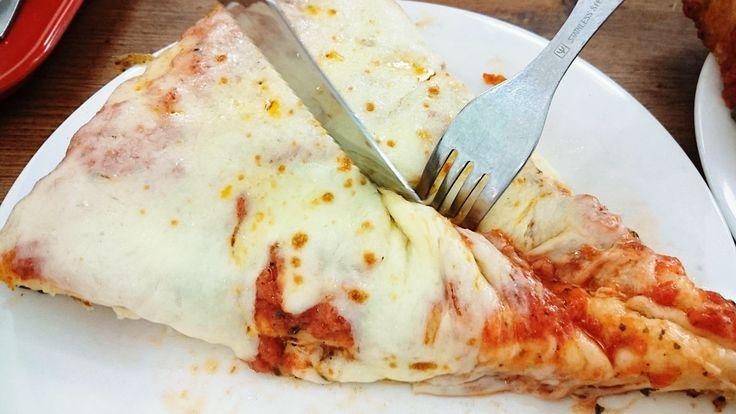 ミラノの老舗ピッツェリア「Spontini(スポンティーニ)」が、初の海外進出店舗として東京へ進出してまもなく1年。このお店のピザは厚さが3cmとかなり分厚く、生地はほぼモチモチの食感ですが、底が