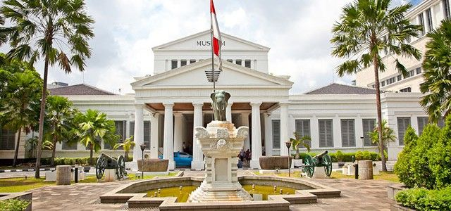 Meningkatkan Loyalitas Pecinta Starbucks Lewat Starbucks Indonesia secara aktif mengajak masyarakat mengenal budaya bangsa dan sejarah dengan mengunjungi museum.  Setiap transaksi pembayaran menggunakan Starbucks Card di hari Kamis,mulai 28 Agustus – 25 Desember 2014, Anda akan mendapatkan 2 tiket masuk ke museum