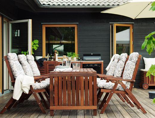 Tavolo con sedie relax in legno, da esterno, cuscini sedile/schienale da esterno e barbecue nero – IKEA