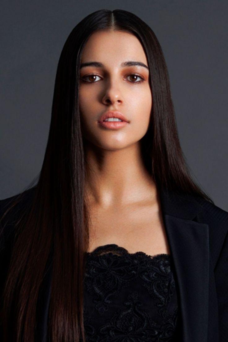 Naomi Scott - Ella Patel