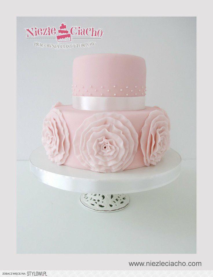 Biało-niebieski tort weselny, piętrowy tort weselny, tort z figurkami, wesele, młoda para, państwo młodzi, figurki na torcie weselnym, Tarnów