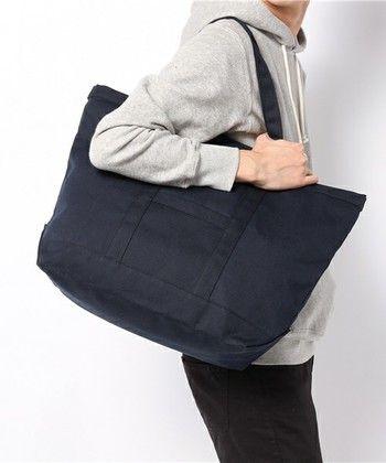 男性にもぴったりの、大きめ「UUSI MATKURI」。 丈夫なキャンバス地を使うことで、ママバッグとして荷物をたくさん持ち歩きたい人にもおすすめです♪
