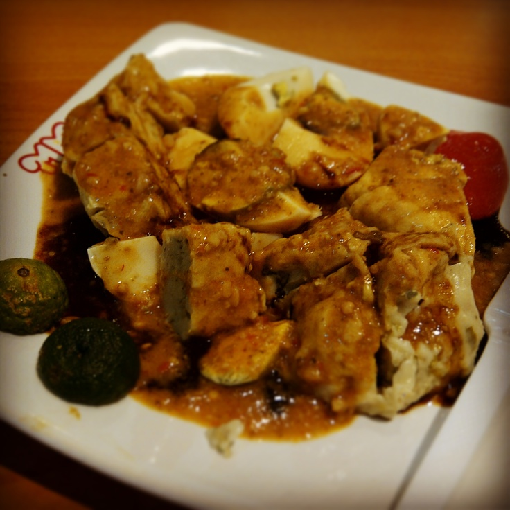 SIOMAY. ( An Indonesian Food, Delicious fish cakes mix of veggies, steamed potatoes, steamed tofu, steamed cabbages, eggs, and siomay with peanut sauce and lime).