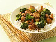 Chicken and Broccoli Stir-Fry Recipe from Betty Crocker…just made it! yumm!Chicken Recipe, Cashew Chicken, Broccoli Recipe, Maine Dishes, Belle Peppers, Healthy Cashew, Betty Crocker, Chicken Broccoli, Fresh Gingers