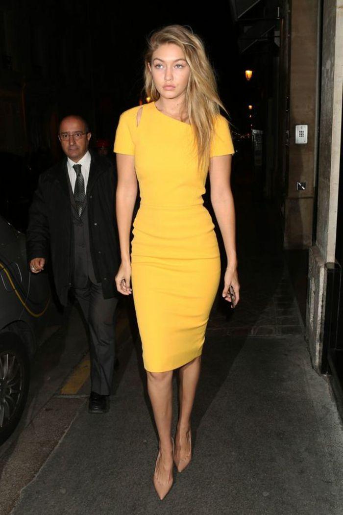 gigi hadid avec une jolie robe mi longue jaune, comment bien s'habiller