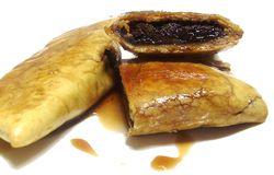 I sabadoni Alimento di origine contadina, i Sabadoni sono dei tortelloni dolci ripieni, che in passato si facevano d'inverno, in prossimità del carnevale. Ogni arzdora aveva la sua ricetta, i cui ingredienti potevano variare secondo la tradizione familiare e le disponibilità del momento.